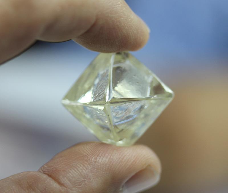 Diamcor Mining Sells 91.72 Carat Diamond – The Graduate ...